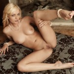 Блондиночка показывает киску в Зарубежном эротическом видеочате